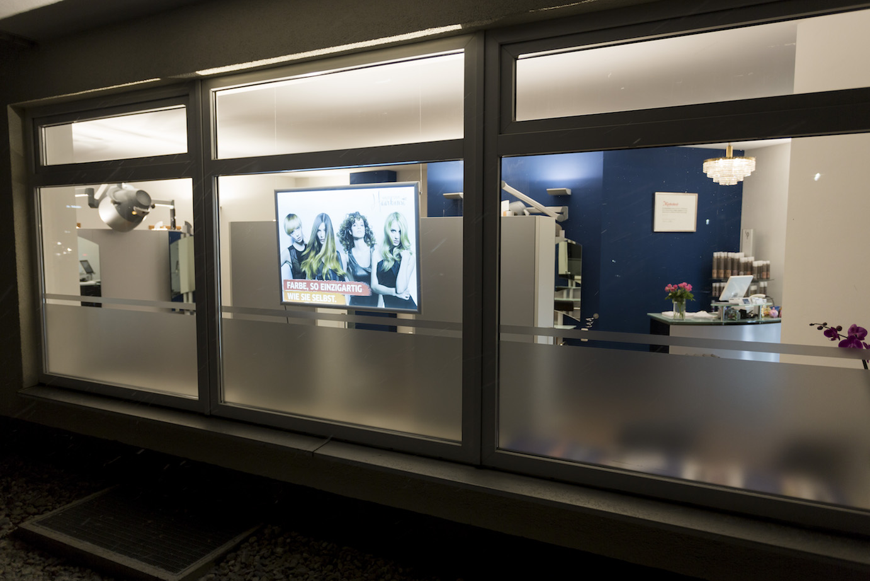 Salon Außenansicht Haus der Haarkunst Haag
